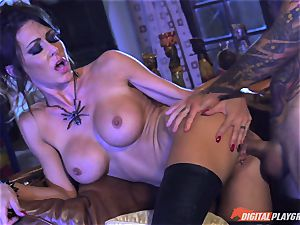 Halloween special with magnificent Jessica Jaymes slurping her prize
