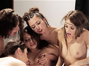 Bree Daniels and her friends have a girly-girl bang-out