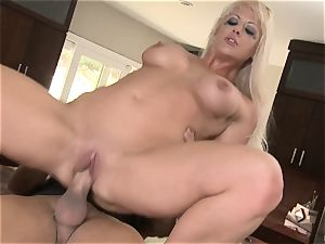 Mean wifey Holly Heart gets toyboy meatpipe in the kitchen