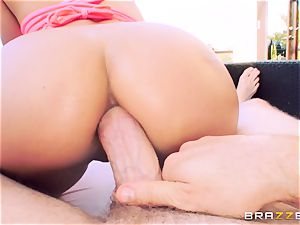 ass-fuck enjoying babe Jynx labyrinth takes it in the garden