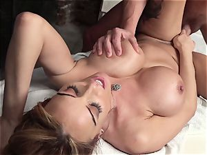 brit babe massage nail