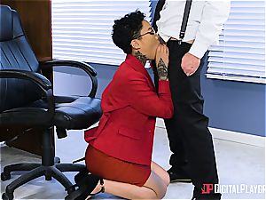 babe Gold gets her glasses frosted with jism on the first day at work