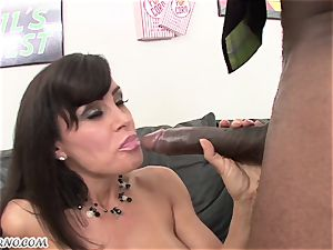 bi-racial porn with mature hottie Lisa Ann with giant melons