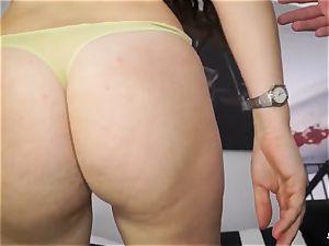 SCAMBISTI MATURI - Italian mature poked in threesome