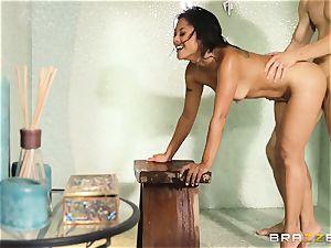 Kaylani Lei screws her gardener in the shower