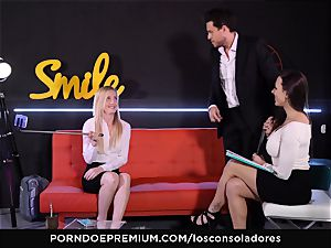 LOS CONSOLADORES - muscled lollipop for 2 gorgeous honies