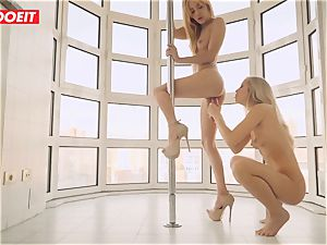 lesbo duo likes Afternoon torrid sex on the Balcony