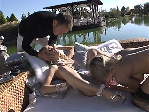 Rocco Siffredi goes deep inwards Cayenne Klein and her pal