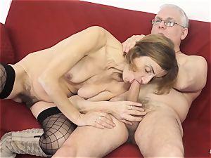 SCAMBISTI MATURI - Deep buttfuck with mature Italian girl