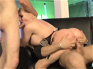 LA COCHONNE - French babe gets dp in super-hot MMF three way